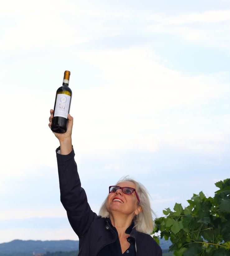 ema-con-bottiglia-in-alto